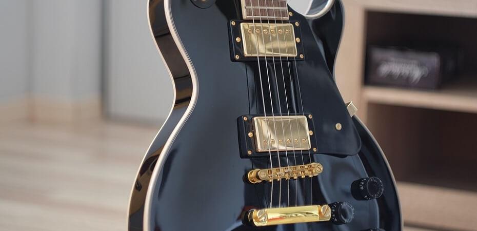 guitar preta