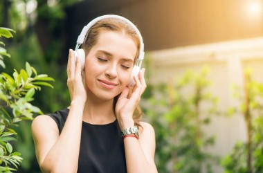 mulher sensivel 83885e5-sonhar_que_ouve_musica-1024x684